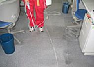 前処理剤の散布ポリッシャー洗浄